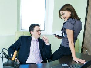 Ебет с любовницей в офисе муж